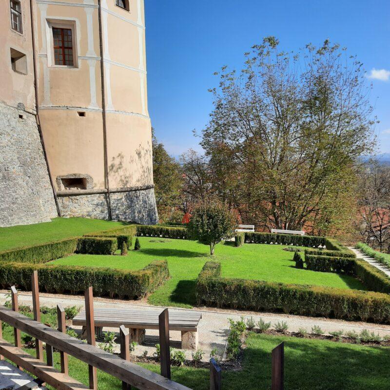 Dogodki na grajskem vrtu zelišč in dišavnic Loškega gradu