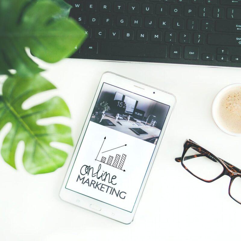 Kako oblikovati in načrtovati objave v digitalnem marketingu, da bodo jasne, uspešne in privlačne?